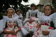 Děti šly ke svatému přijímání.