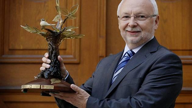 Starosta Uherského Hradiště Květoslav Tichavský převzal 16. listopadu v budově Senátu v Praze cenu Město stromů.