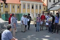 Studenti si zapěli s obyvateli Vincentina několik písniček.