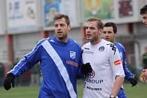 Vyhlédnutá posila Hynek Prokeš (v modrém) nastoupila proti Slovácku za Frýdek-Místek.