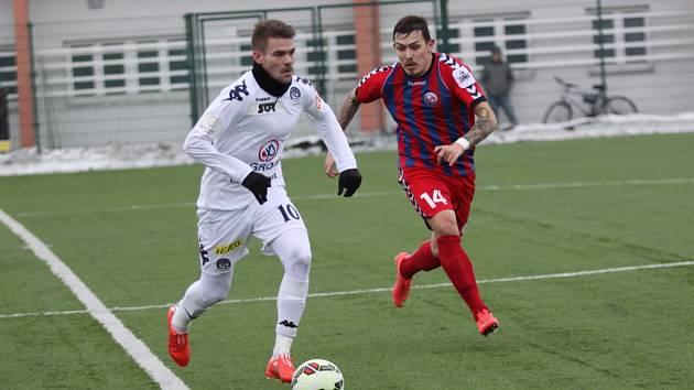 Staré Město Fotbal 1. FC Slovácko - FK Senica. Přípravný zápas.  Na snímku střelec vítězné branky Luboš Kalouda (vlevo).