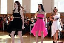 Velkou show oslavil osmý ročník módní přehlídky Klub žen Tupesy v tamní tělocvičně základní školy.