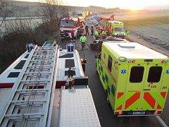 Při nehodě u Veletin se na hlavním tahu z Uherského Hradiště do Uherského Brodu zranilo přisrážce dvou vozidel sedm lidí. 25. listopad v cca 6.30 hodin.