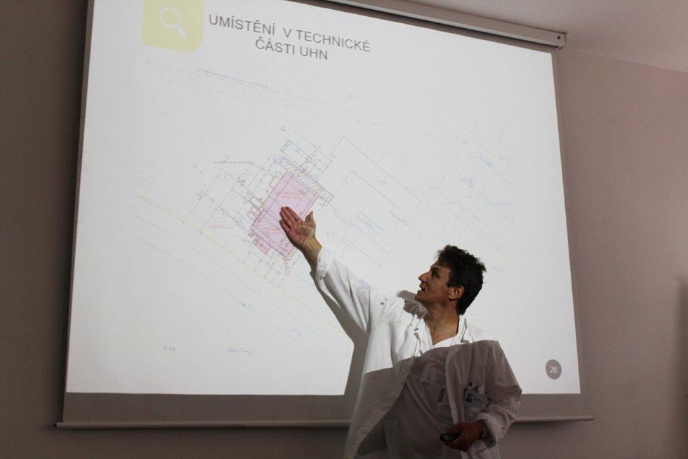 Modernizace spalovny nebezpečných odpadů v Uherskohradišťské nemocnici. Ředitel Uherskohradišťské nemocnice Petr Sládek při prezentaci projektu.