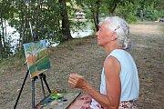 VPLENÉRU. Obrazy malovali amatérští malíři venku. Venku se také uskutečnila vernisáž jejich obrazů.