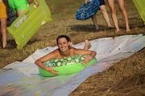 Na Vítání léta zavítali opět početné zástupy návštěvníků především mladší generace. Největší atrakcí byla již klasická vodní skluzavka na svahu.