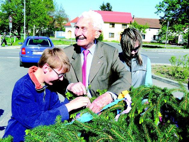 Tomáš Baťa ve společnosti vlčnovského krále Radima Podškubky (vlevo).