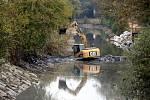 Oprava úseku severní větve Baťova kanálu – mezi plavebními komorami Huštěnovice a Babice. Snímek je úsek u obce Huštěnovice.