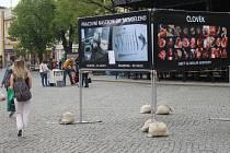 Spolek Stop genocidě v centru Uherského Hradiště veřejnosti připomněl problematiku potratů.