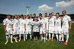 Růžena Pašková s fotbalisty 1. FC Slovácko na stadionu v Uherském Hradišti.