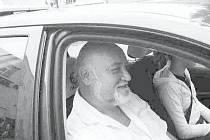 Pozor je třeba dávat nejen na ostatní řidiče, ale také na chodce, říká učitel autoškoly Josef Hříbek.