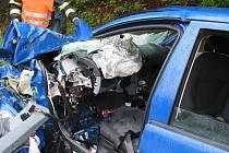 Těžká dopravní nehoda ve St. Hrozenkově, po nárazu osobního auta do nákladního dva vážně zranění.
