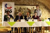 V Galerii slováckých vín v Uherském Hradišti se sešly významné osobnosti Zlínského kraje.
