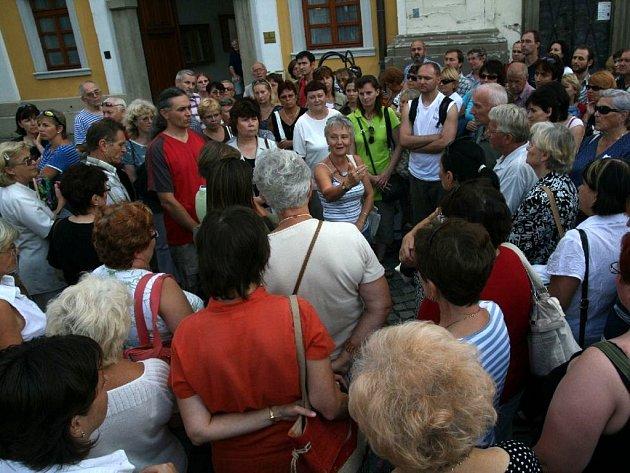 Zájem o činnost Slováckého muzea je velký. Stovky lidí si například přišly v létě poslechnout historičku Blanku Rašticovou, která je více než tři hodiny prováděla Uherským Hradištěm.