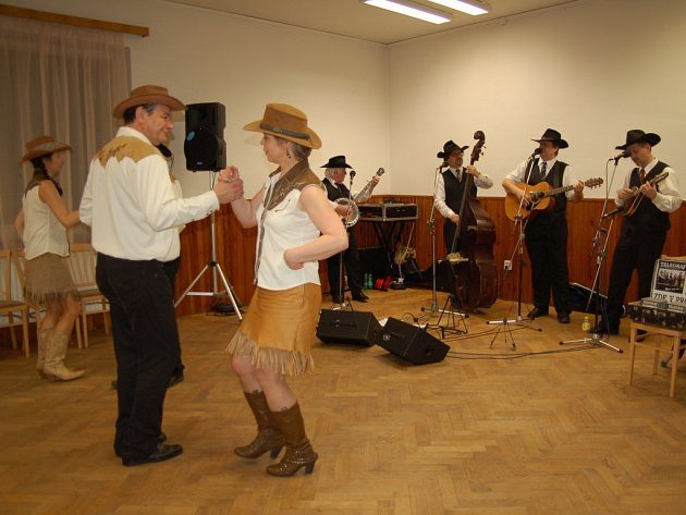 Hradišťstí skauti slavili už čytřicátý ples Psohlavců