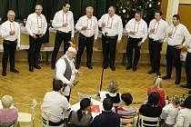 V kulturním domě ve Vážanech se v sobotu 2. ledna představil mužský pěvecký sbor Chlapi z Vážan.