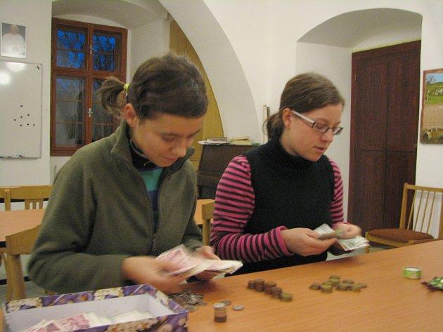 Peníze z cvrčkovské sbírky budou z Velehradu putovat k adoptivním sourozencům v Indii a Ugandě.