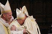 V Olomouci byli vysvěceni noví pomocní biskupové Antonín Basler a Josef Nuzík (uprostřed)