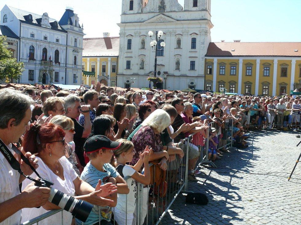 Čechomor přilákal na Masarykovo náměstí davy lidí.