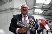 Žezlo pro Fakultu sociálních věd UK odlévali na Slovácku