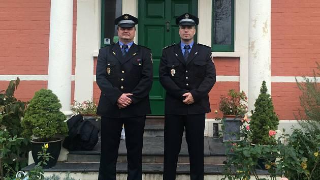 Velitel Městské policie v Uherském Hradišti Vlastimil Pauřík (na snímku vlevo).
