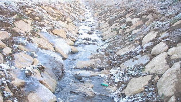 Někdejší záplavové pásmo v lokalitě Panské zmizelo. Potok by měl odolat až stoleté vodě.