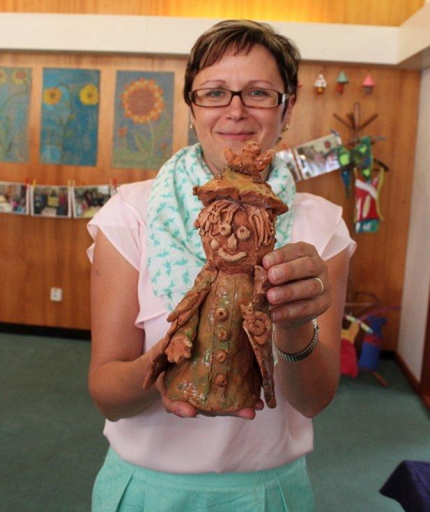 V obřadní síni huštěnovické radnice je k vidění 420 výtvarných prací dětí z tamní mateřinky a základní školy.