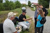 Pošmourné počasí sobotního dopoledne vylákalo v sobotu rodiny s dětmi na jedenáctou turistickou akci Hradišťské chodníčky.