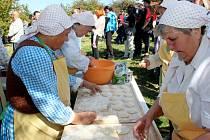 DOBROU CHUŤ. Na Slovácký festival vůní a chutí přišel v sobotu rekordní počet návštěvníků.