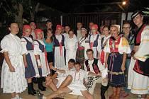 Členové souboru v Řecku nakonec vystoupili pro hotelové hosty.