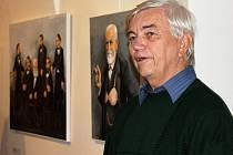 Na komentovanou prohlídku výstavy děl Pavla Matušky dorazil do Galerie Slováckého muzea v Uherském Hradišti v sobotu 4. ledna i sám autor.