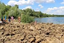 Rozorání nudistické pláže nařídil majitel pozemku, Úřad pro zastupování státu ve věcech majetkových (ÚZSVM).