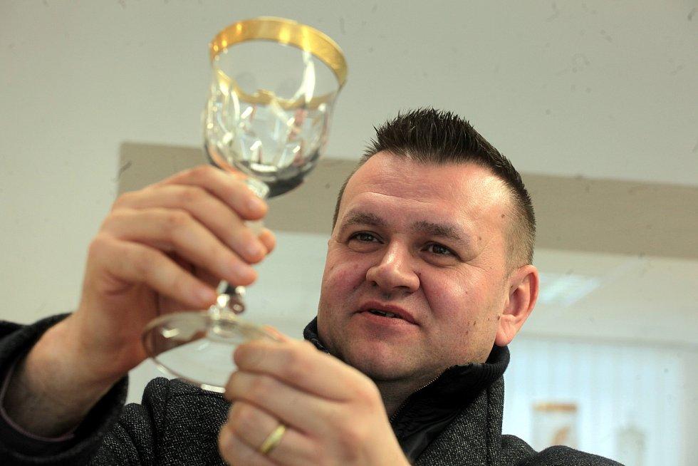 Strání je největší vesnicí Zlínského kraje. Ředitel Sklárny Květná Marek Mikláš.