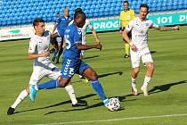 Fotbalisté Slovácka (v bílých dresech) se loni v létě představili v Senici.