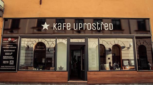Kavárna Kafe Uprostřed.