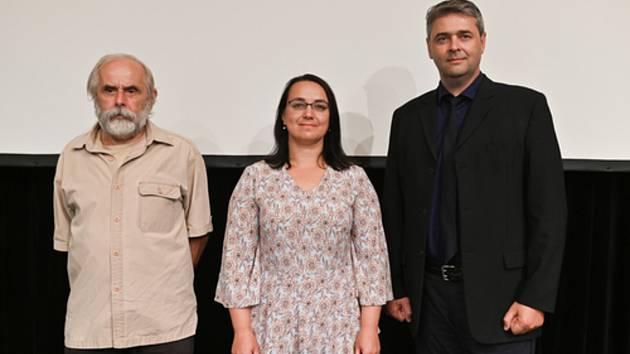 Lidoví tvůrci v Hradišti převzali Ceny Vladimíra Boučka. Na snímku zprava: Jiří Mahr, Soňa Kölblová, Jiří Machaníček.