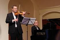 Koncert Karla Košárka, Jiřího Pospíchala a Korngold Quartetu v Redutě v Uherském Hradišti. Karel Košárek s Jiřím Pospíchalem.