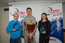 Nejlepší sportovci okresu Uherské Hradiště za rok 2012 uprostřed vítěz střelec Stanislav Hromada z Medlovic, vlevo druhý plochodrážník z Březolup Martin Gavenda a vpravo třetí hlucká pákařka Lenka Vojtková.
