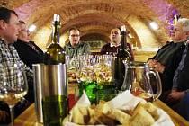 Horňácký pěvecký sbor Chotár rozezněl Galerii slováckých vín v Uherském Hradišti.