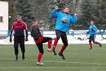 Ve skupině A Janáček Cupu na sebe narazila mužstva Uherského Brodu (v modrém) a Dolního Němčí. Po celý zápas měli jasně navrch domácí, kteří zvítězili vysoko 6:1.