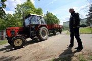 Střední odborná škola a Gymnázium Staré Město - Soutěž jízdy zručnosti traktorem .