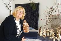Výstavu v ostrožském zámku připravuje Magda Štachová (na snímku).