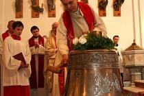 Zlínský kostel svatého Filipa a Jakuba nedávno dostal dva nové zvony.