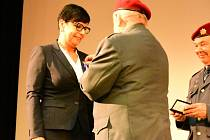 Před premiérou filmu Anthropoid ocenili starostku Kunovic.