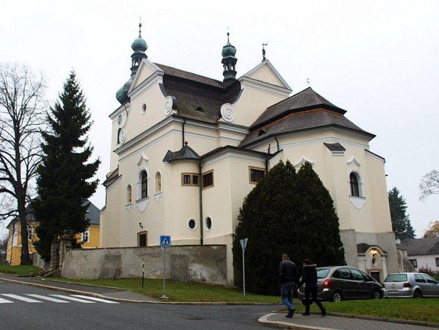 Kostel sv. Martina v Buchlovicích měl v neděli dveře otevřeny dokořán.
