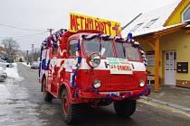 V Horním Němčí tvořili většinu fašankového průvodu místní dobrovolní hasiči. Logistickou podporu zajišťovala jejich chlouba, veterán z roku 1954, plně funkční Tatra 805.
