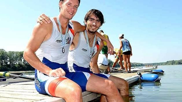 Hradišťský veslař Michal Plocek (vpravo) opět ukázal svou třídu. Na mistrovství světa do 23 let v rakouském Ottensheimu vybojoval na dvojskifu s Janem Andrlem stříbrnou medaili.
