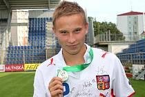 Mladý obránce Slovácka se vrátil z ME do 19 let se stříbrnou medailí.