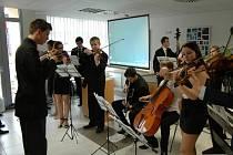 Desítky návštěvníků na slavnostním dni na gymnáziu v Uherském Hradišti uvítal ředitel školy Zdeněk Botek.