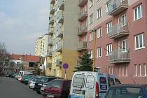 Nájemníci jednoho z nejvyšších domů v Uherském Hradišti musí počítat s tím, že se jejich byty na čas změní ve staveniště
